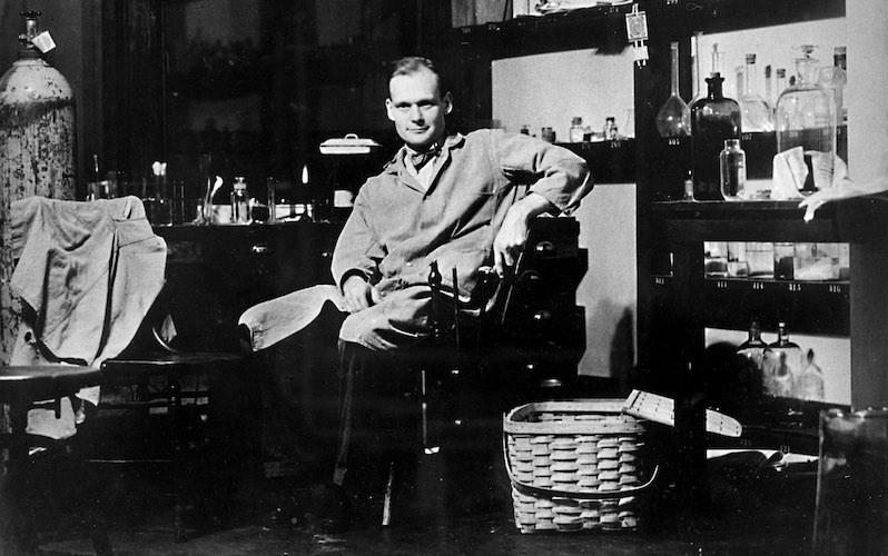 Dr. John Franklin Enders in seinem Labor